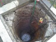 Studna v průběhu fáze čištění