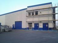Čištění fasády tovární haly